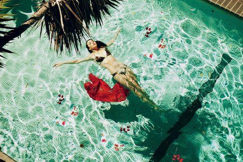 Marie swims