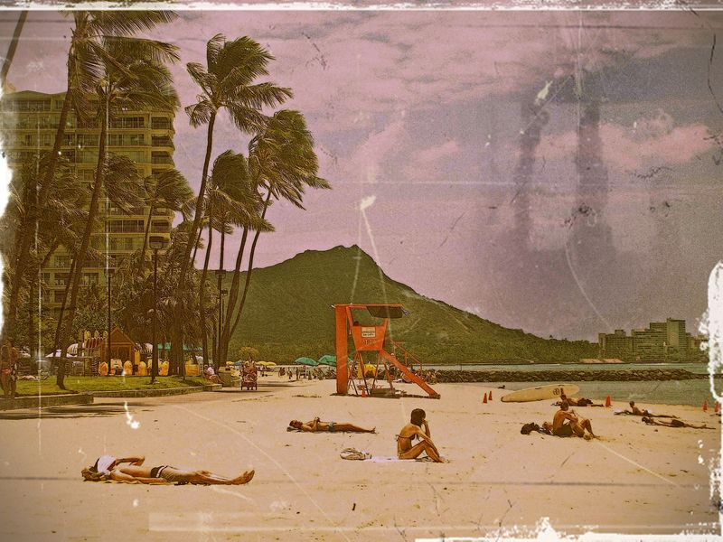 Diamond_Head_from_Waikiki_Beach