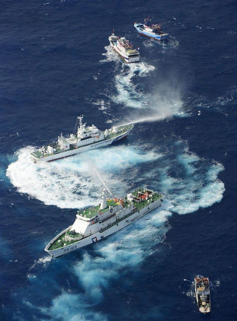 Japan-taiwan-ships-squirt-water