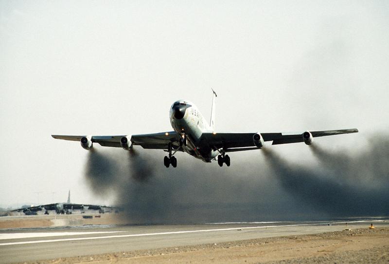 1280px-Boeing_KC-135_J57_wet_takeoff