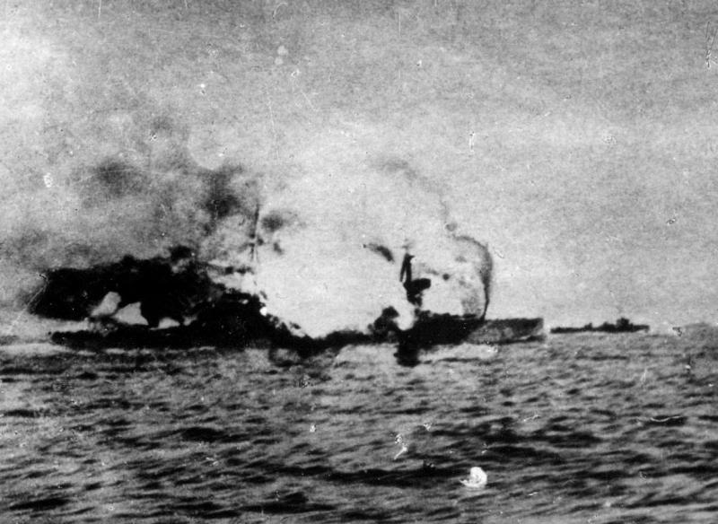 HMS-Invincibles-centre-magazines-explode