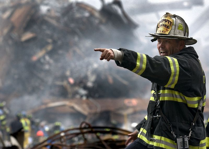 1280px-NYFD_Deputy_Chief_Joseph_Curry_at_the_WTC_on_2001-09-14