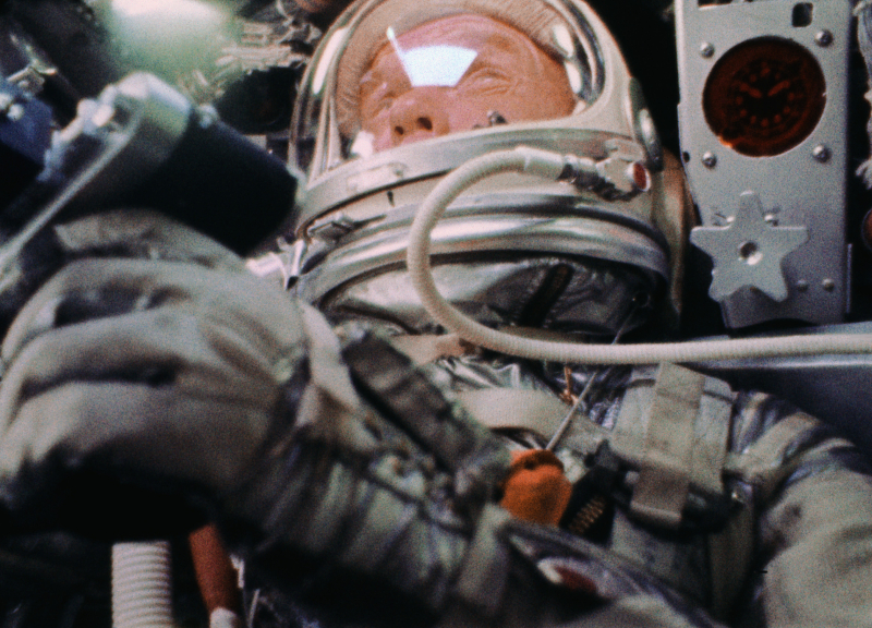 John-glenn-orbiting-earth