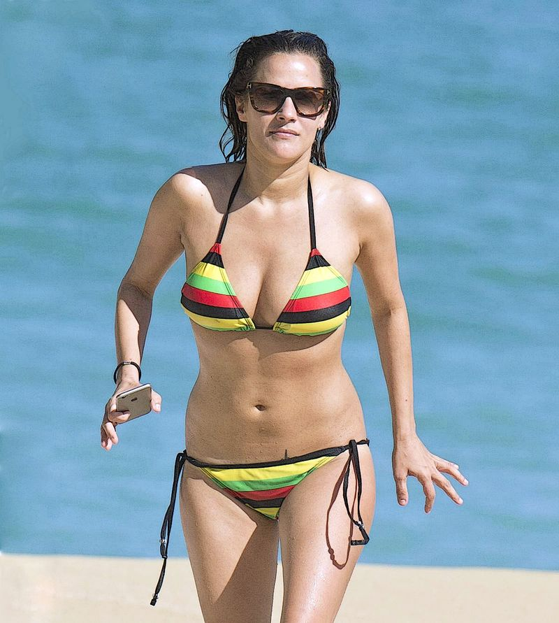Caroline-flack-in-bikini-at-a-beach-in-jamaica_1